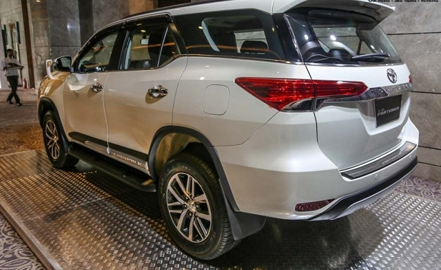 2019 Toyota Fortuner rear view