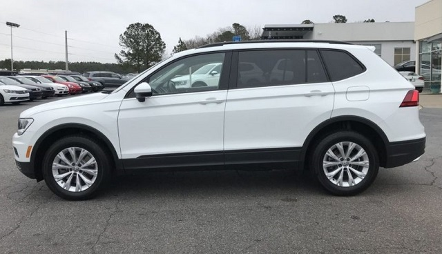2019 VW Tiguan side view