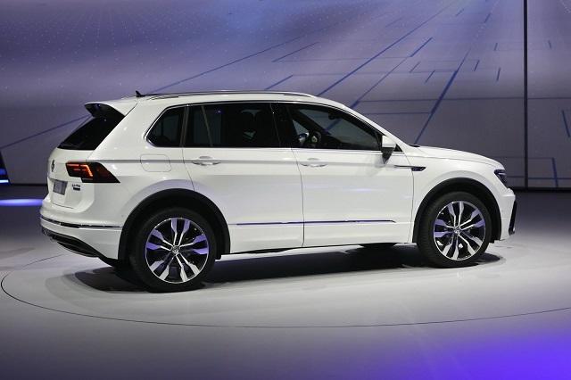 2020 VW Tiguan rear view