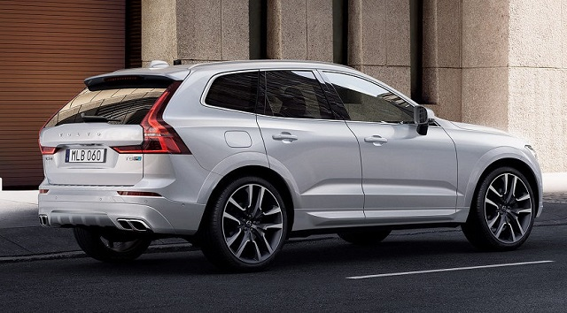 2020 Volvo XC60 rear view