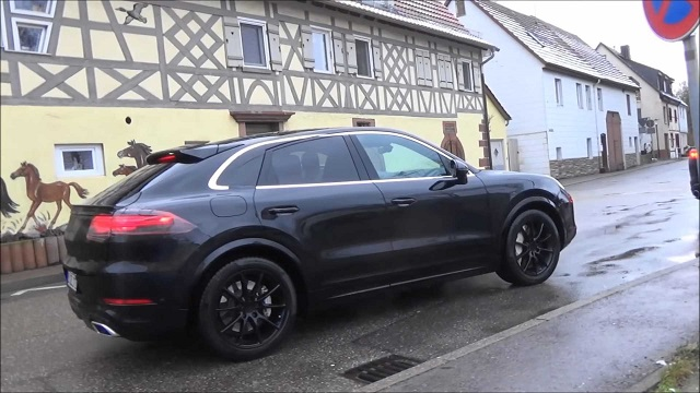 2020 Porsche Cayenne Coupe side view