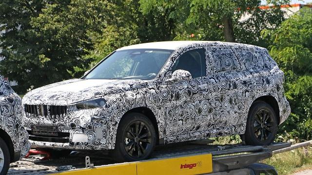 2022 BMW X1 spy shot