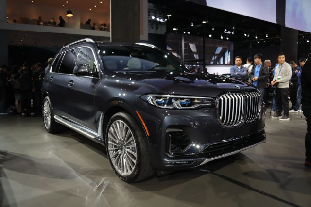 2020 BMW X7 front