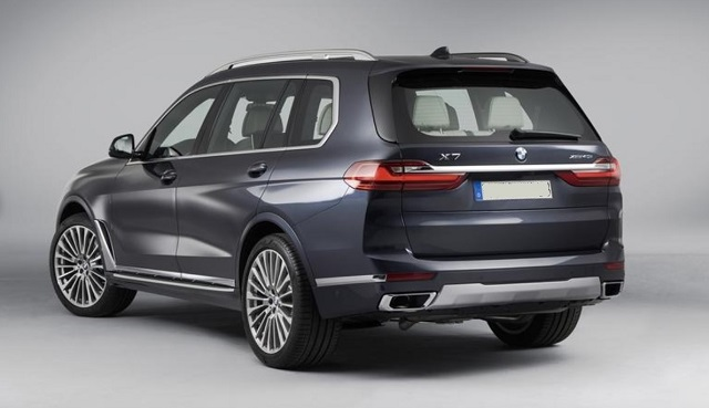 2021 BMW X8 vs X7 rear