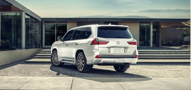 2019 Lexus LX 570 rear view