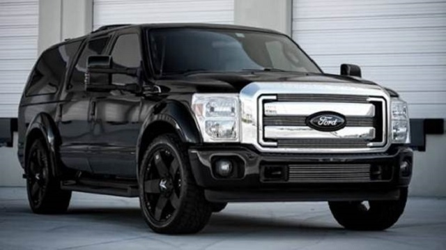 2019 Ford Excursion front