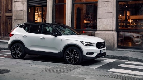 2020 Volvo XC40 front view