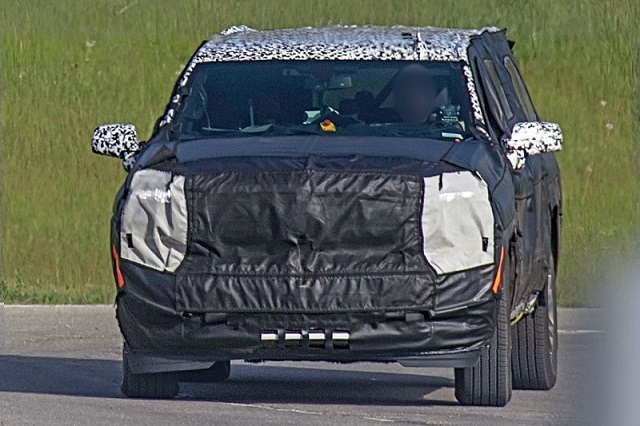 2020 Chevy Suburban spy photo