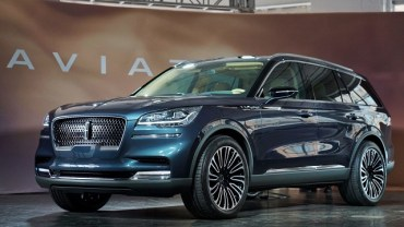 2020 Lincoln Aviator engine