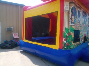 2Club house bounce house moonwalk