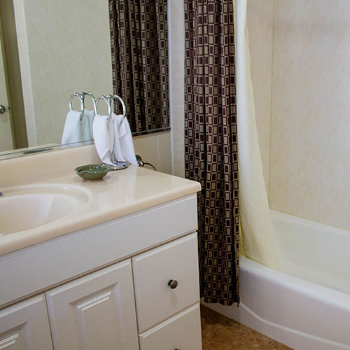 Los Gatos, CA lodging/Garden Inn Hotel bathrooms