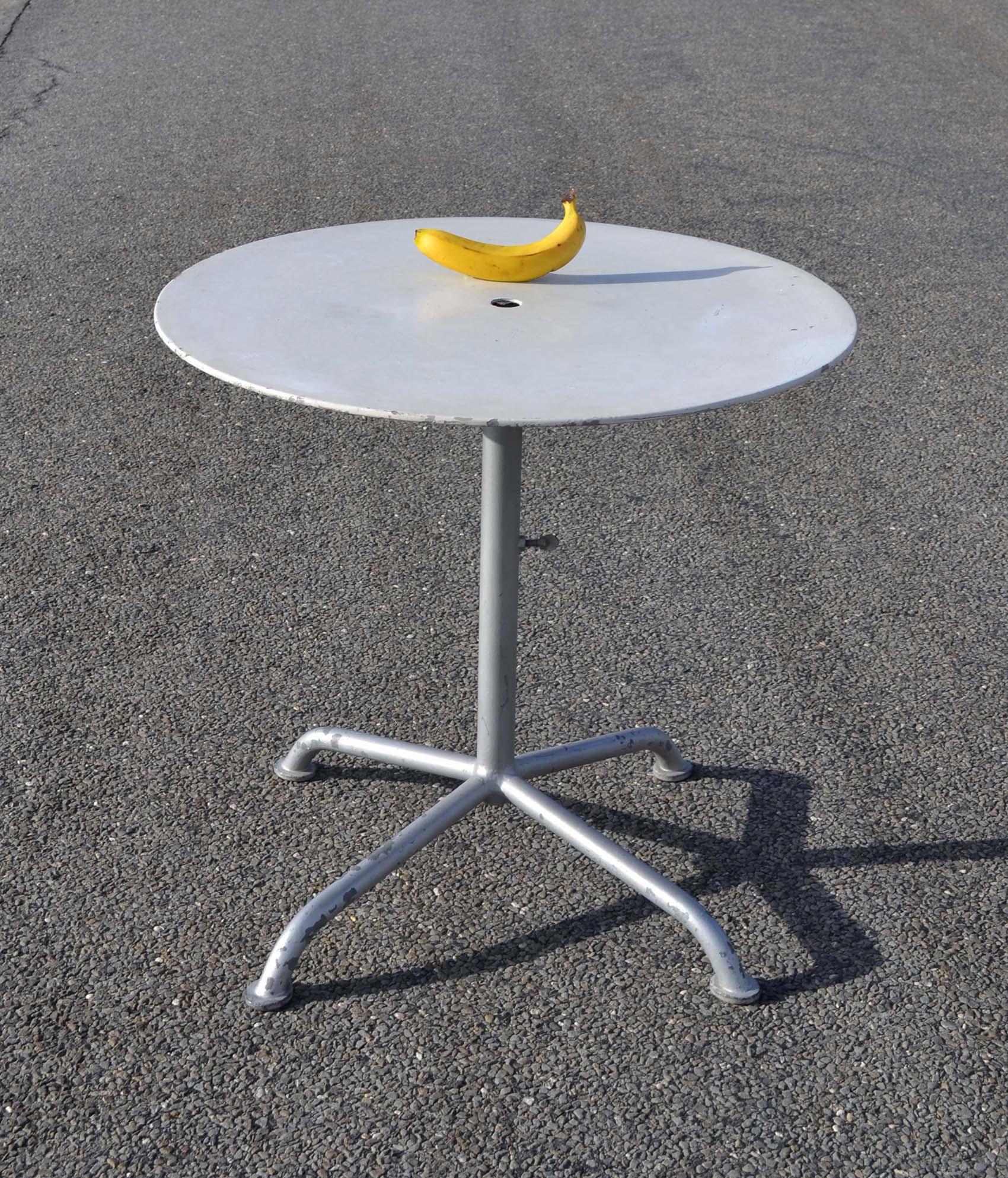 Table De Jardin Ronde Avec Trou Pour Parasol | Table De Jardin Ronde ...
