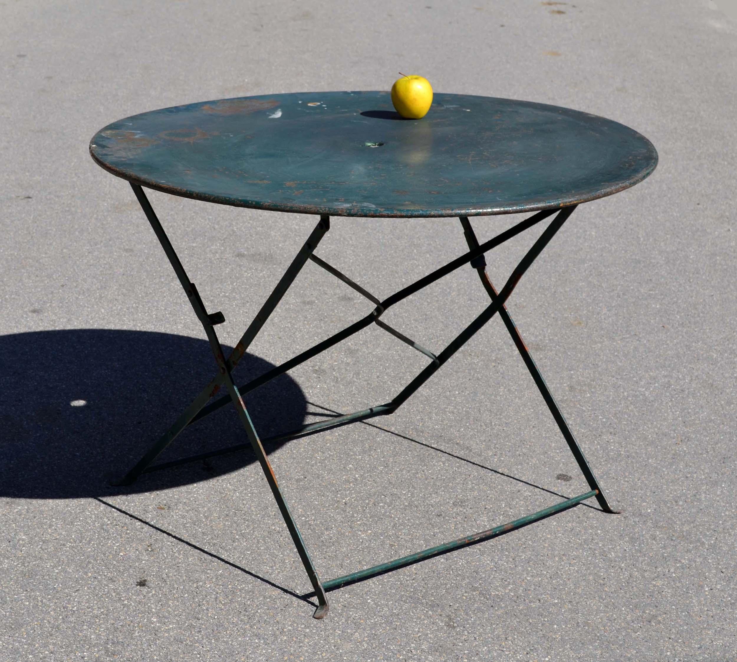 Petite Table De Jardin Avec Parasol   Une Table De Jardin Avec Un ...