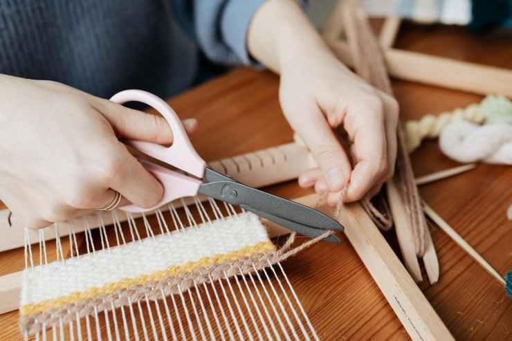 person cutting a yarn