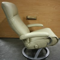 RV Furniture USED RV SWIVEL RECLINER EURO CHAIR FOR SALE ...