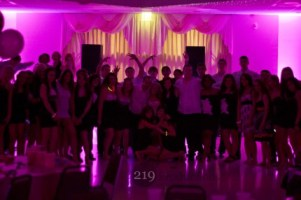 Group picture - Sweet 16 - uplighting