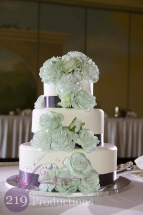 Avalon Manor Wedding Cake