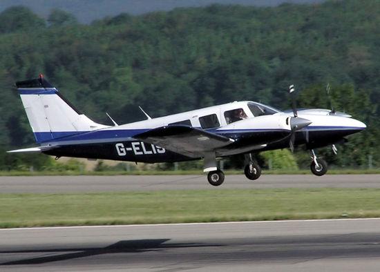 美国一架飞机夜航时电子系统失灵 机师妻子用iPad协助导航 成功迫降--阿里百秀