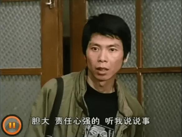 冯小刚,他还是这剧的编剧之一,对,编剧阵容也超豪华:王朔、马未都、冯小刚,啧啧