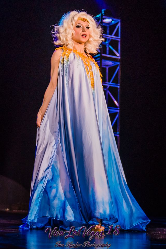 Inga in the Viva Las Vegas 2015 burlesque showcase. ©Tim Hunter
