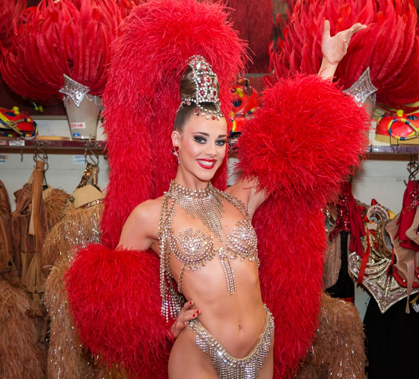 Claudine Van Den Bergh, Moulin Rouge showgirl. ®Moulin Rouge-« S.Wells