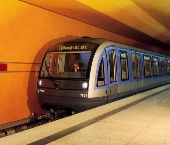 Podzemní dráhy ve světových velkoměstech patří mezi nejvytíženější dopravní prostředky. Je tomu tak i v Praze, kde se od června natáhlo metro na více než 53kmstřiapadesáti stanicemi. Samozřejmě na světě jsou podzemní dráhy mnohem starší, delší a vytíženější. V našem žebříčku jsme je seřadili podle jejich délky.