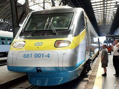 Při rychlostních zkouškách rychlovlaku Pendolino byl překonán 32 let starý, tehdy československý rychlostní rekord, který měl dosud hodnotu 219 kilometrů v hodině. Nejvyšší dosažená rychlost na české železnici je nyní 237 km/h.
