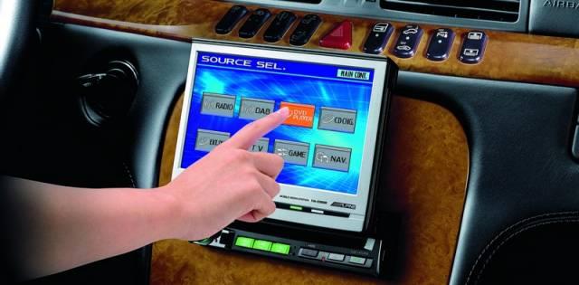 V tomto vydání technických hitů se věnujeme novinkám v oblasti audiovizuálních systémů určených k instalaci do vozidel. Od dob, kdy jediným zdrojem zábavy a informací na cestách bylo jen prosté autorádio se mnohé změnilo – dnes se i automobil může stát centrem multimediální zábavy.