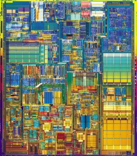 První plně funkční SRAM (Static Random Access Memory) čipy vyrobila na konci roku 2003 společnost Intel. Použila k tomu novou 65nanometrovou (nm) výrobní technologii, díky které bude moci na jeden čip umístit dvojnásobné množství tranzistorů, než je možné v dnešní době.
