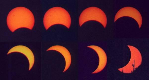 V noci ze soboty na neděli 9. listopadu 2003 jsme mohli pozorovat zatmění Měsíce v celém jeho průběhu. Příští zatmění uvidíme až 5. května a 28. října 2004.