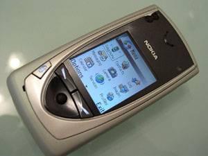 Do našich minitelefonů už byly přidány hry, kamery nebo hudební přehrávače, ale zájem o mobilní technologie stále neutichá. Nokia teď přichází na trh s novinkou.