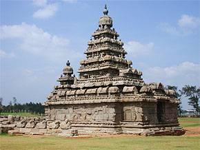 Vlny tsunami, které na konci loňského roku zasáhly pobřeží Indie, odhalily archeologům nevídané bohatství starobylého přístavního města, jež doposud odpočívalo pod nánosy písku.