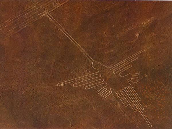 Jihoameričtí archeologové nedávno objevili v peruánské poušti poblíž města Palpa padesát obrovských obrazců vyrytých do tamních kopců.