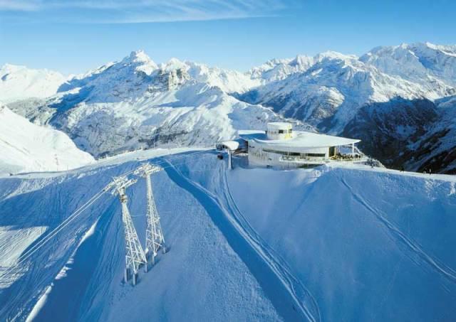 I takové stavby, jako jsou lanové dráhy, mohou mít své rekordy. Nejvíce rekordů drží pravděpodobně Švýcarsko, které je různými typy lanových drah doslova protkáno.