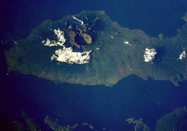 Jedním z projevů žhavého nitra naší planety, který mnohdy zásadně ovlivňuje její tvář, je vulkanická činnost. Redakce 21. STOLETÍ vám přináší přehled největších sopečných erupcí v historii Země.