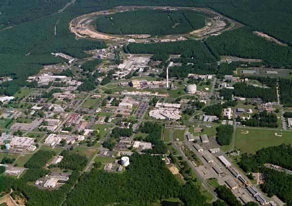 Vědci na urychlovači relativistických jader RHIC v Brookhavenské národní laboratoři v USA vytvořili nový stav hmoty. Na experimentu se podílela i skupina českých vědců. Výsledky vyvolaly v odborných kruzích doslova senzaci.