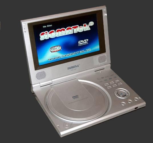 """Kolik formátů videa a hudby umíš, tolikrát jsi přehrávačem. I tak by se dal charakterizovat náš výběr DVD/DivX přístrojů. Vybrali jsme rozmanité modely a jako přívažek jeden velmi originální """"gramofon""""."""