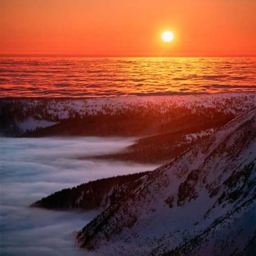 Oceán a pevniny svádějí odvěký souboj, trvající přes 3 miliardy let. Jak tento souboj vypadá dnes a jak by mohl vypadat v nejbližších letech., desetiletích, případně tisíciletích? Kdo v tomto souboji vítězí a kdo je favoritem?