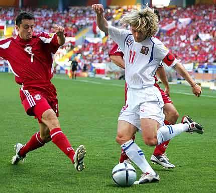 Na fotbalovém světovém šampionátu, který se uskuteční příští rok v červnu a červenci v Německu, se nebude hrát s očipovanými míči, jak se o tom původně uvažovalo.