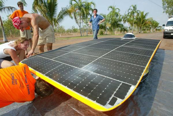 V letošním ročníku závodů solárních vozů napříč Austrálií zvítězil holandský vůz Nuna 3. Trať z Darwinu do Adelaide, dlouhou 3021 km zvládl za 29 hodin a 11 minut průměrnou rychlosti 102,75 km/h.