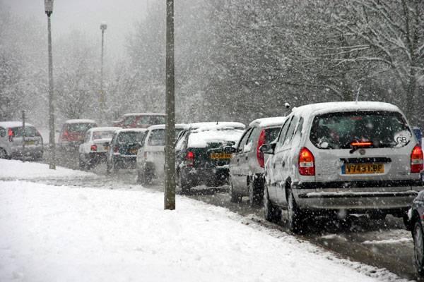 Rok co rok nadáváme na silničáře, že zase nezvládli kalamitní situaci, a na  meteorology, kteří se už zas nestrefili při předpovědi sněžení. 21. STOLETÍ se podívalo na zimní údržbu a předpovědi právě očima těch kritizovaných.