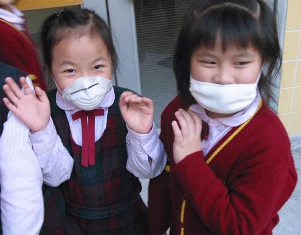Světem obchází obava z pandemie ptačí chřipky (aviární influenzy). Způsobuje ji virus H5N1. Vyžádal si už miliony zvířecích životů, lidských naštěstí jen málo. Zatím! Máme se ho bát i my? V nedávném prosincovém průzkumu našeho Centra pro výzkum veřejného mínění na tuto otázku odpovědělo kladně 75% dotázaných Čechů, což bylo nejvíc ve střední Evropě.