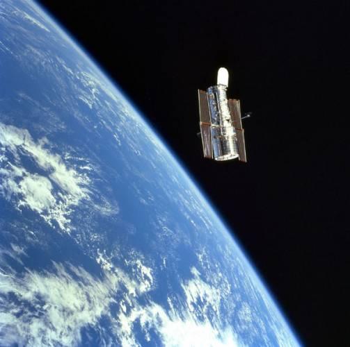 Při své loňské návštěvě v Akademii věd ČR se švýcarský astronaut Claude  Nicollier exkluzivně podělil s 21. STOLETÍM o své dojmy z vystoupení do volného prostoru při opravě Hubblova teleskopu.