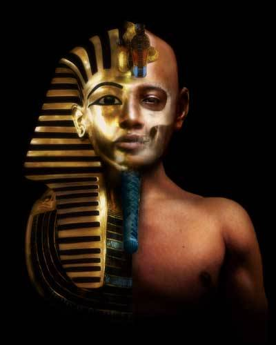"""Několikrát se od dob smrti egyptského krále Tutanchámona našli odvážlivci, kteří se rozhodli rušit jeho klid. Přes jasné varování vyryté v hrobce: """"Smrt přijde na ty, kdo ruší spánek faraónů!"""" Vědci se nyní rozhodli prozkoumat mumii nejmodernější technologií s cílem rekonstruovat jeho podobu."""