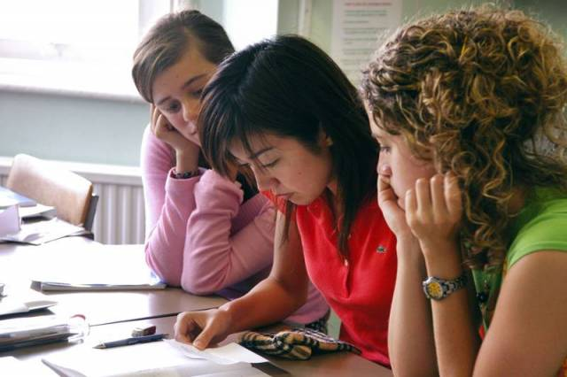 Nesmí se při vyučování používat mobil? A kdo to pozná?