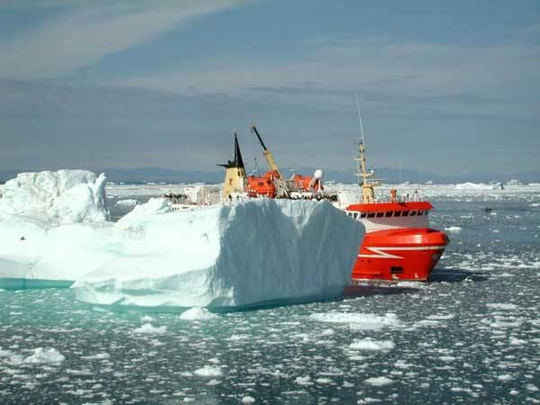 Grónské ledovce nabírají na rychlosti Led mizí alarmujícím tempemRychlost, s jakou se z ledovců odlamují kry, jež končí ve vodách Atlantského oceánu, se za posledních pět let téměř zdvojnásobila.