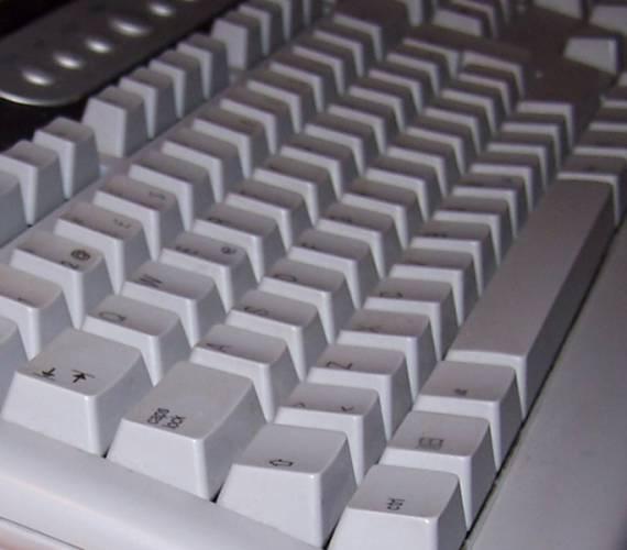 """Až 86% veškerých útoků na počítače """"odskáčou"""" ti, kdo mají svůj počítač k internetu připojený doma."""