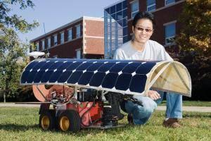 Američané přišli s revolučním pomocníkem zemědělců – robotem na solární pohon, který vytrhává plevel.