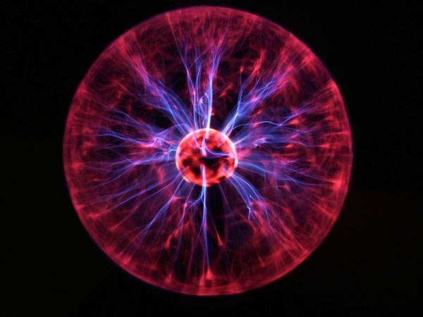 O kulovém blesku se ještě minulý rok mluvilo jako o neobjasněné záhadě a někteří skeptici jej dokonce považovali za optický klam. Narozdíl od běžného blesku se totiž nikdy nepodařilo vyvolat ho v laboratoři. Nebo snad ano?