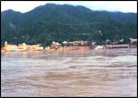 Indická řeka Ganga, která je pro mnoho hinduistů posvátným tokem, má projít důkladným vyčištěním.